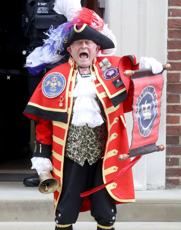 LONDON, ENGLAND - APRIL 23:  A town crier announces the birth of Catherine, Duchess of Cambridge and Prince William, Duke of Cambridge's son outside the Lindo Wing at St Mary's Hospital on April 23, 2018 in London, England.  The Duchess safely delivered a boy at 11:01 am, weighing 8lbs 7oz, who will be fifth in line to the throne.  (Photo by Chris Jackson/Getty Images)