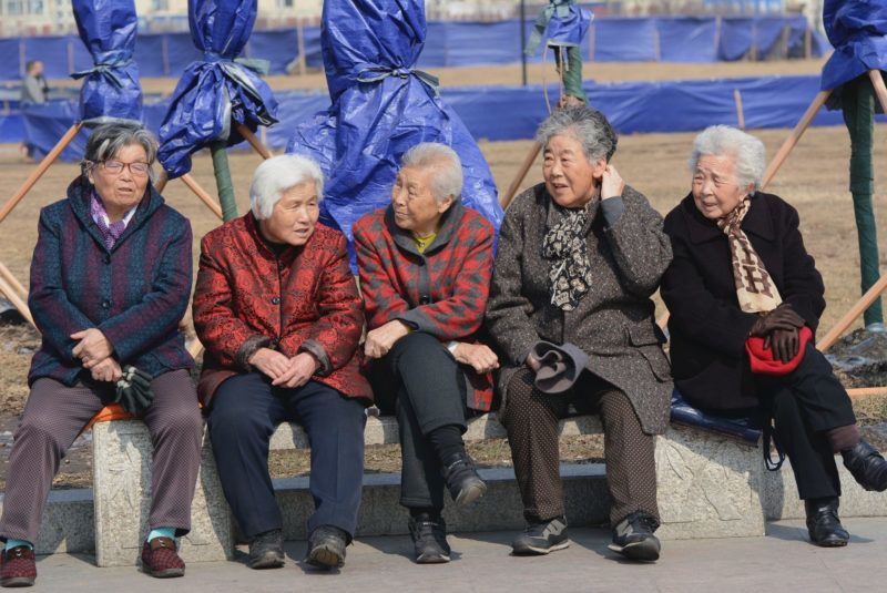 --FILE--Elderly Chinese women chat on a bench at Beishan Park in Jilin city, northeast China's Jilin province, 16 March 2016.  The average life expectancy in China in 2015 was 76.34, an increase of 1.51 years from 2010, according to statistics released Thursday (21 July 2016). The infant mortality rate dropped from 0.89 percent in 2014 to 0.81 percent in 2015, while the maternal mortality rate lowered from 21.7 in every 100,000 in 2014 to 20.1 in 2015, according to the statistical bulletin released by the National Health and Family Planning Commission (NHFPC). In 2015, personal health costs for Chinese residents fell by 2.02 percentage points year on year, accounting for 29.97 percent of the country's total health expenditure, which stood at 4 trillion yuan (US$608 billion), the bulletin showed.