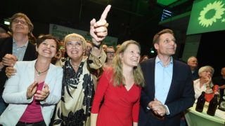 26 May 2019, Bavaria, Munich: Sigi Hagl (B¸ndnis 90/Die Gr¸nen), Bavarian state chairwoman, Claudia Roth (B¸ndnis 90/Die Gr¸nen, l-r), deputy president of the Bundestag, Henrike Hahn, Bavarian top candidate for the European elections of B¸ndnis 90/Die Gr¸nen and Ludwig Hartmann (B¸ndnis 90/Die Gr¸nen), parliamentary group leader in the Bavarian state parliament, members of the Bundestag, cheer at the election party of B¸ndnis 90/Die Gr¸nen. From 23 May to 26 May, the citizens of 28 EU states will elect a new parliament. Photo: Tobias Hase/dpa