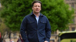 British chef and activist Jamie Oliver arrives to speak to members of the media after speaking on the subject of childhood obesity at Parliament's Health and Social Care Committee in London on May 1, 2018. (Photo by Ben STANSALL / AFP)