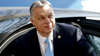 Hungary's Prime Minister Viktor Orban arrives on March 21, 2019 in Brussels on the first day of an EU summit focused on Brexit. - European Union leaders meet in Brussels on March 21 and 22, for the last EU summit before Britain's scheduled exit of the union. (Photo by EVA PLEVIER / POOL / AFP)