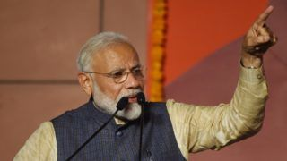 """India Prime Minister Narendra Modi gestures as he speaks on stage during his victory speech at the Bharatiya Janta Party (BJP) headquarters after winning India's general election, in New Delhi on May 23, 2019. - Hindu nationalist Prime Minister Narendra Modi vowed an """"inclusive"""" future for all Indians on May 23 after a landslide election victory that crushed the Gandhi dynasty's comeback hopes once again. (Photo by PRAKASH SINGH / AFP)"""