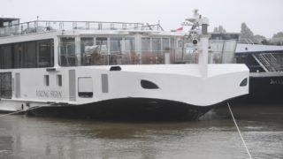 """A picture taken on May 30, 2019 shows the damaged Viking Cruises Sigyn boat moored in Budapest, a few hours after it collided with the """"Mermaid"""" sightseeing boat, wich sank after the accident in the Danube river. - Hungarian police launched a criminal investigation into one of the country's worst boat accidents that left at least seven South Korean tourists dead and 21 others missing. (Photo by ATTILA KISBENEDEK / AFP) / """"The erroneous mention[s] appearing in the metadata of this photo by ATTILA KISBENEDEK has been modified in AFP systems in the following manner: [Sigyn] instead of [Sygin]. Please immediately remove the erroneous mention[s] from all your online services and delete it (them) from your servers. If you have been authorized by AFP to distribute it (them) to third parties, please ensure that the same actions are carried out by them. Failure to promptly comply with these instructions will entail liability on your part for any continued or post notification usage. Therefore we thank you very much for all your attention and prompt action. We are sorry for the inconvenience this notification may cause and remain at your disposal for any further information you may require."""""""