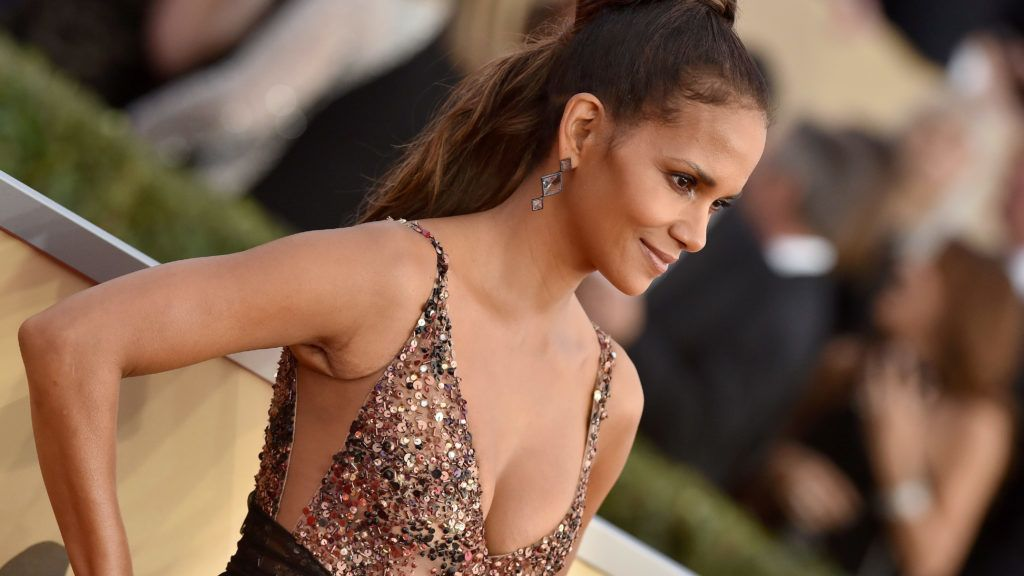 LOS ANGELES, CA - JANUARY 21:  Actress Halle Berry attends the 24th Annual Screen Actors Guild Awards at The Shrine Auditorium on January 21, 2018 in Los Angeles, California.  (Photo by Axelle/Bauer-Griffin/FilmMagic)
