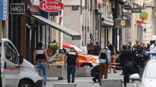 French police search for evidences in front the 'Brioche doree' after a suspected package bomb blast along a pedestrian street in the heart of Lyon, southeast France on May 24, 2019. - Several people were wounded by a suspected package bomb blast on a pedestrian street in the heart of Lyon in southeastern France, the local prosecutors' office said. The area where the explosion occurred, on the narrow strip of land between the Saone and Rhone rivers in the historic city centre, has been evacuated, according to AFP journalists at the scene. (Photo by PHILIPPE DESMAZES / AFP)