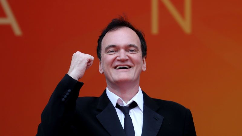 """US film director Quentin Tarantino poses as he arrives for the screening of the film """"The Wild Goose Lake (Nan Fang Che Zhan De Ju Hui)"""" at the 72nd edition of the Cannes Film Festival in Cannes, southern France, on May 18, 2019. (Photo by Valery HACHE / AFP)"""