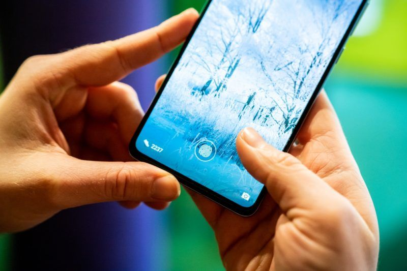 Image: 73893125, Huawei P30 telefon, Place: Budapest, Hungary, Model Release: No or not aplicable, Property Release: Yes, Credit: smagpictures.com