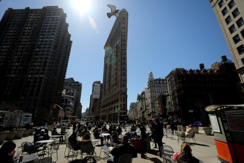 NEW YORK, USA - MARCH 24: People enjoy the sun during a sunny day in front of the Flatiron Building in New York City, United States on March 24, 2018.  Atilgan Ozdil / Anadolu Agency