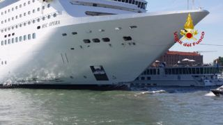 """This video grab handout on June 2, 2019 by the Vigili del Fuoco, the Italian fire and rescue service, shows the damaged River Countess tourist boat (Rear) after it was hit early on June 2, 2019 by the MSC Opera cruise ship (L) that lost control as it was coming in to dock in Venice, Italy. - Tourists on land could be seen running away as the MSC Opera scraped along the dockside, its engine blaring, before knocking into the River Countess tourist boat. (Photo by Handout / Vigili del Fuoco / AFP) / RESTRICTED TO EDITORIAL USE - MANDATORY CREDIT """"AFP PHOTO / VIGILI DEL FUOCO"""" - NO MARKETING NO ADVERTISING CAMPAIGNS - DISTRIBUTED AS A SERVICE TO CLIENTS ---"""