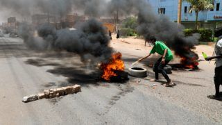 KHARTOUM, SUDAN - JUNE 03 : Sudanese protesters burn tyres and set up barricades on roads to army headquarters after the intervention of Sudanese army, during a demonstration in Khartoum, Sudan on June 3, 2019. At least 13 protesters were killed and hundreds injured on Monday as Sudanese security forces moved in to clear the main protest camp near the army headquarters in the capital Khartoum, according to protest organizers.   Stringer / Anadolu Agency