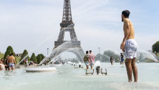 Many tourists and Parisians bathe at the foot of the Eiffel Tower in the water of the Trocadero fountain to cool down on June 24, 2019, the first day of the heat wave, when an intense heat wave will hit all of France for a week and create a severe heat wave, potentially hotter than that of 2003. (Photo by Samuel Boivin/NurPhoto)