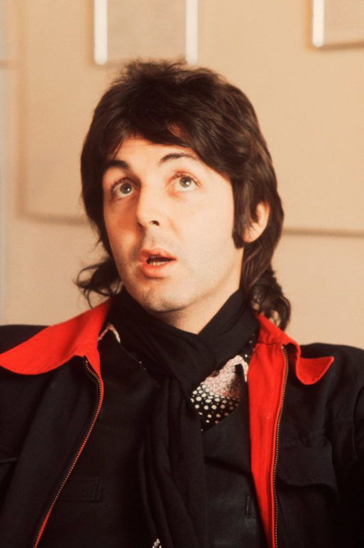 Paul McCartney of Wings, London, circa 1975. (Photo by Michael Putland/Getty Images)
