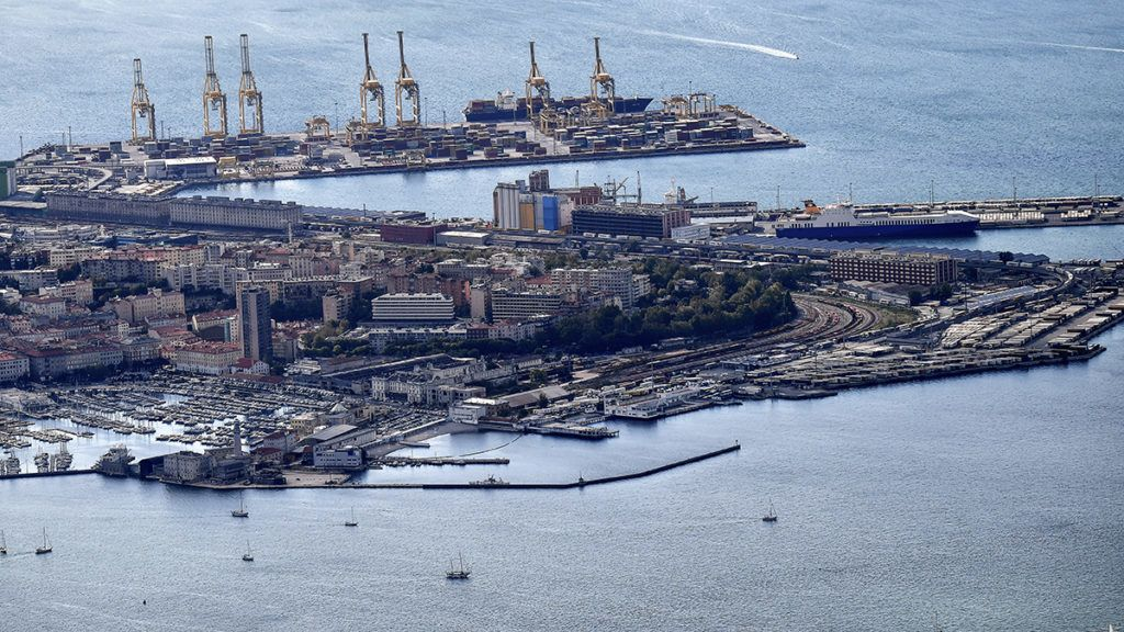 An aerial view of the commercial harbor of the northeastern city of Trieste along the Adriatic Sea on October 8, 2017. (Photo by Alberto PIZZOLI / AFP)