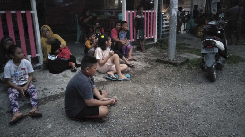 Indonesian people stay out of their homes following 7.3 magnitude earthquake in Labuha, North Maluku on July 14, 2019. - A major 7.3-magnitude earthquake hit the remote Maluku islands in eastern Indonesia on July 14, sending panicked residents running into the streets, but no tsunami warning was issued. (Photo by STR / AFP)