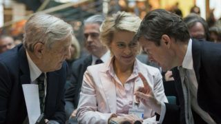 German Labour Minister Ursula von der Leyen (C) talks with Soros Fund Management Chairman George Soros (L) and investor Nicolas Berggruen at the 'Europe in Crisis' conference in Berlin on October 30, 2012. AFP PHOTO/ POOL/Thomas Peter (Photo by THOMAS PETER / POOL / AFP)