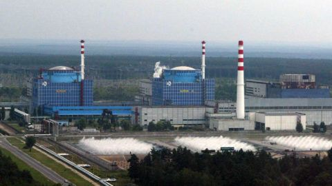 General view of Khmelnytsky nuclear power plant, taken from the helicopter of Ukraine 's President Leonid Kuchma before attending the launching of the second reactor (L) at the Khmelnytsky nuclear power plant in Khmelnytsk, 08 August, 2004. Ukraine launched the Khmelnytsky NPP's reactor on Sunday and plans to start the Rivne NPP's reactor four in October, to expand the country's nuclear capacity replacing output lost when a Chernobyl's reactor exploded in the world's worst nuclear accident.         AFP PHOTO / PRESIDENTIAL PRESS-SERVICE POOL/ Valeriy SOLOVYEV/ ss (Photo by VALERIY SOLOVYEV / POOL / AFP)