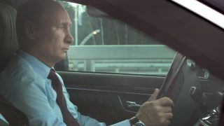 Russian President Vladimir Putin drives a car during the opening ceremony of the northern section of the Western Belt Highway in St. Petersburg on August 2, 2013.   AFP PHOTO/ RIA-NOVOSTI/ MIKHAIL KLIMENYEV (Photo by MIKHAIL KLIMENYEV / RIA-NOVOSTI / AFP)