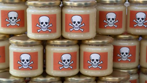 dpatop - 17 May 2019, Berlin: Honey jars with a skull and crossbones label are placed in front of the Ministry of Agriculture in Berlin. Beekeepers from Brandenburg are protesting against glyphosate in harvested honey. Photo: Ralf Hirschberger/dpa