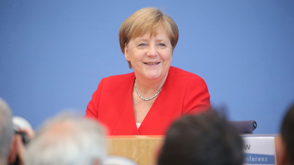 19 July 2019, Berlin: Chancellor Angela Merkel (CDU) smiles at the press conference. Shortly before her summer holiday, the Chancellor traditionally answers questions from journalists at the Federal Press Conference. The central topics are likely to be staff changes in the cabinet, the future of the grand coalition and climate protection. Photo: Wolfgang Kumm/dpa