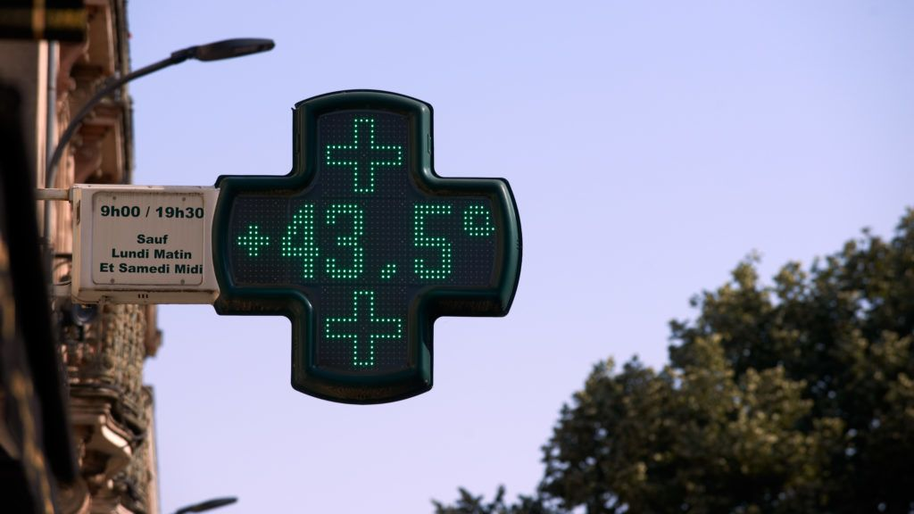 A pharmacy's thermometer reads a temperature reaching 43.5°C. An intense heatwave is on Western Europe, particulary France. In Toulouse, temperatures reached 40°C at 5pm. Several records of temperature have been broken : the all-time hottest temperature reached in France was 45.9°C yesterday in the Gard departement. France's national weather service also activated its highest-level heat alert for the first time on Friday. Winds from the Sahara desert are responsible for this heatwave, one of the earliest and intense heatwave since the beginning of the XXe century. Toulouse. France. June 29th 2019. (Photo by Alain Pitton/NurPhoto)