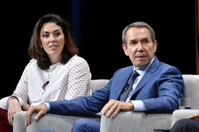 """SAN FRANCISCO, CA - OCTOBER 20: Chairman of the fine arts division at Sotheby?s, Amy Cappellazzo, (L) and artist, Jeff Koons, speak onstage during """"Pixels at an Exhibition: The New Art Market"""" at the Vanity Fair New Establishment Summit at Yerba Buena Center for the Arts on October 20, 2016 in San Francisco, California.   Mike Windle/Getty Images for Vanity Fair/AFP"""