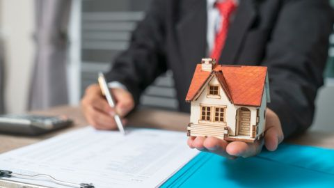 Business with customer after contract signature of buying house