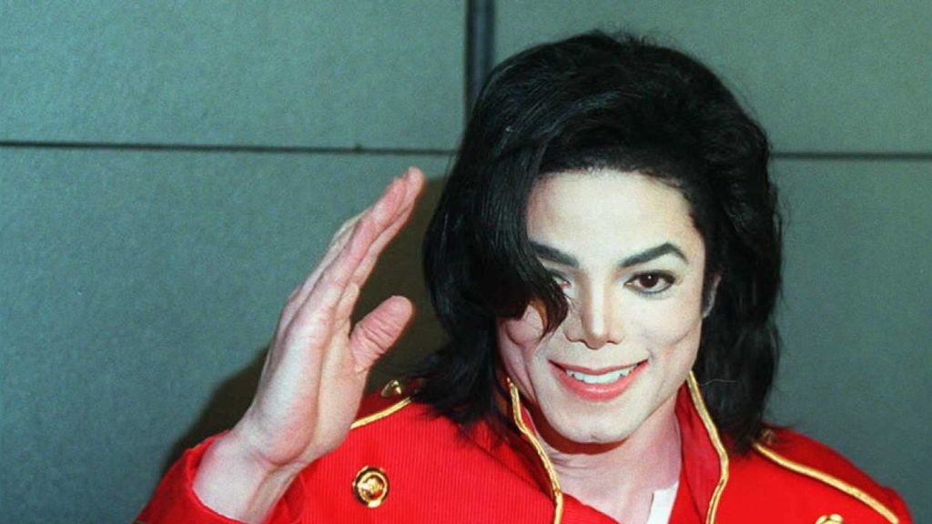 American pop star Michael Jackson waves to photographers during a press conference in Paris 19 March. Jackson has teamed up with  Saudi billionaire Prince al-Walid, nephew of King Fahd, in a joint venture to create a multi-media leisure group which will promote family values. (Photo by VINCENT AMALVY / AFP)