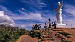 02 May 2019, Peru, Cusco: Tourists in front of the statue of Christ with a view of Cusco. The statue of Cristo Blanco on the hills of Cusco is visible from afar. Photo: Tino Plunert/dpa-Zentralbild/ZB