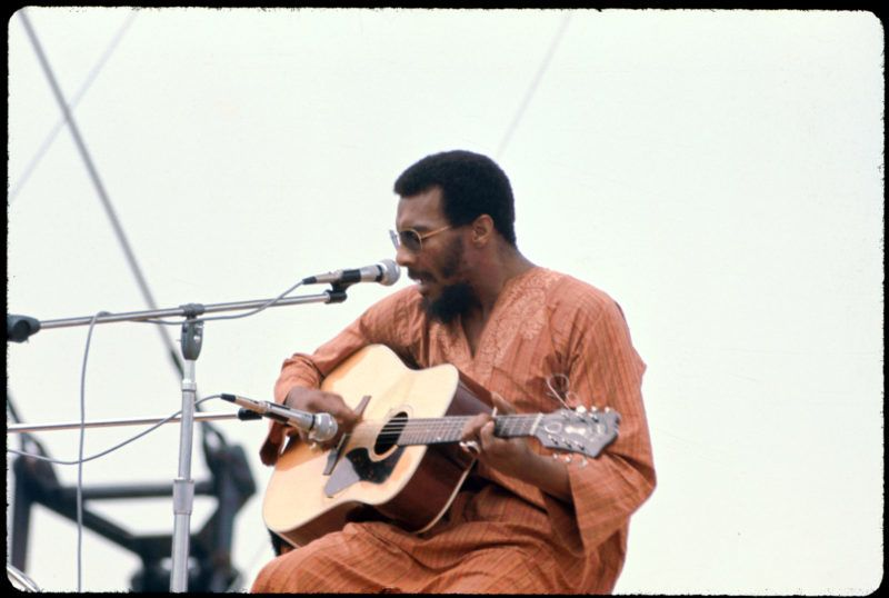 American musician Richie Havens performs onstage at the Woodstock Music and Arts Fair in Bethel, New York, August 15, 1969. (Photo by Ralph Ackerman/Getty Images)