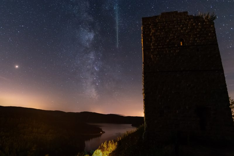 A meteor crosses the night sky next to the milky way, early August 12, 2018 in Pierre-Percee lake area, eastern France, during the annual Perseid meteor shower night. / AFP PHOTO / Patrick HERTZOG