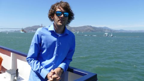 "08.09.2018,USA, San Francisco: The Dutchman Boyan Slat, founder of the initiative ""Ocean Cleanup"", is on the press boat. In San Francisco Bay, the ""The Ocean Cleanup"" project has set course for the world's largest garbage carpet. A 600 metre long floating pipe, on which a kind of curtain hangs three metres deep into the water, was pulled out to sea with the help of a tugboat from Alameda near San Francisco. Photo: Barbara Munker/dpa"