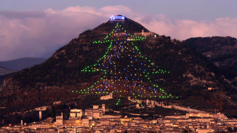 A Christmass tree decorates Mount Ingino, overlooking the Umbrian city of Gubbio, 11 December 2006. The tree is 650 meters long with a surface area around 1000 square meters and covered by more than 4000 lights. (Photo by Paolo TOSTI / AFP)