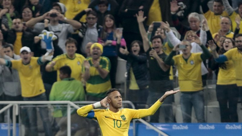Neymar of Brazil celebrates after scoring against Colombia during their Rio 2016 Olympic Games men's football quarterfinal match Brazil vs Colombia at the Corinthians Arena, in Sao Paulo, Brazil, on August 13, 2016. / AFP PHOTO / Miguel SCHINCARIOL