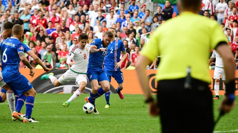Hungary's midfielder Adam Nagy (8) vies with Iceland's midfielder Aron Gunnarsson (C) during the Euro 2016 group F football match between Iceland and Hungary at the Stade Velodrome in Marseille on June 18, 2016. / AFP PHOTO / ATTILA KISBENEDEK