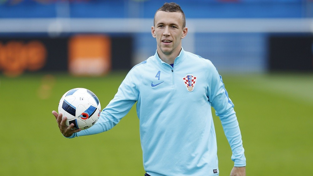 Croatia's midfielder Ivan Perisic takes part in a training session in Deauville on June 23, 2016, during the Euro 2016 football tournament.  / AFP PHOTO / CHARLY TRIBALLEAU