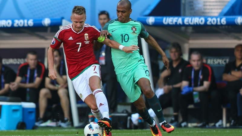 The player Hungary, Balázs Dzsudzsák and João Mário de Portugal during starting F Group of Euro 2016 in the Stade des Lumières in Lyon, France, on Wednesday. (PHOTO: BRUNO FONSECA/BRAZIL PHOTO PRESS)