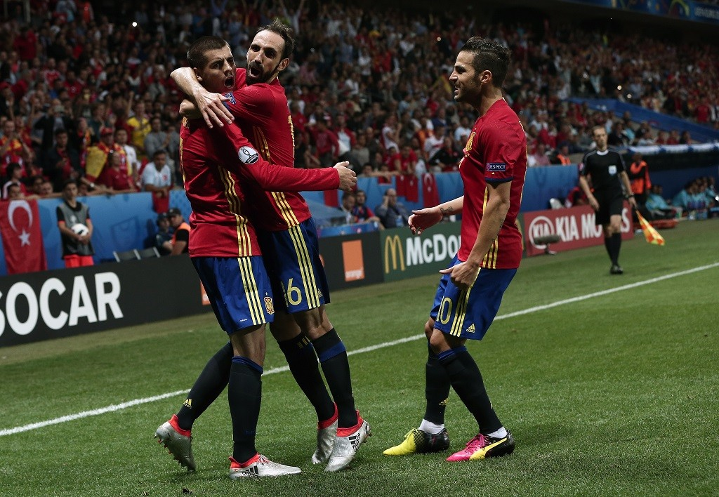 NICE, FRANCE - JUNE 17: Alvaro Morata of Spain celebrates his score with his team mates during the UEFA Euro 2016 Group D football match between Spain and Turkey, in Nice, France on June 17, 2016. Burak Akbulut / Anadolu Agency