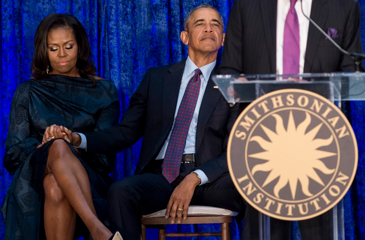 Former US President Barack Obama and former US First Lady Michelle Obama attend the unveiling of their portraits at the Smithsonian's National Portrait Gallery in Washington, DC, February 12, 2018. / AFP PHOTO / SAUL LOEB