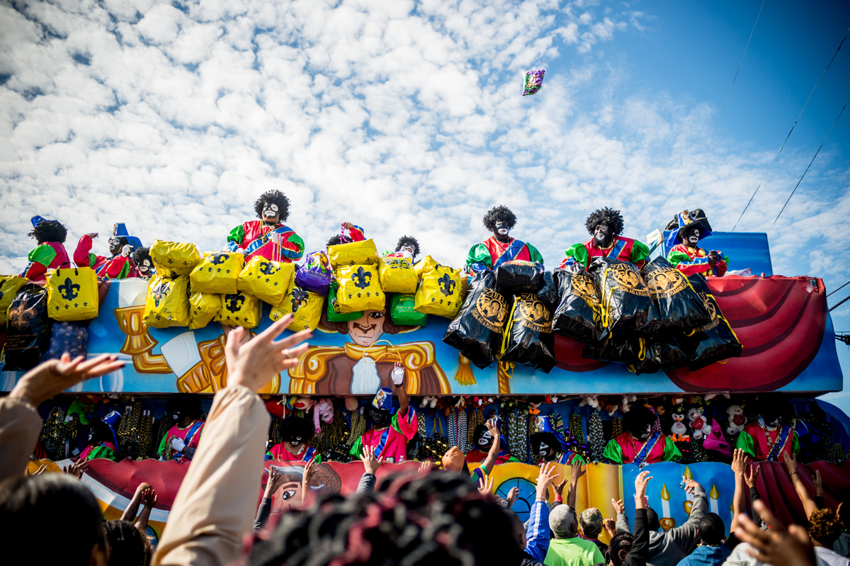 People reach out for beads as the Zulu Parade runs through New Orleans on Mardi Gras, February 13, 2018. / AFP PHOTO / 00059360A / Emily Kask