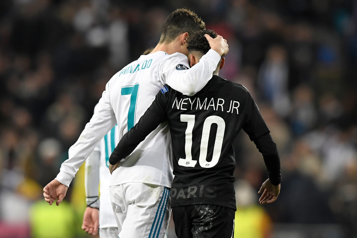 Real Madrid's Portuguese forward Cristiano Ronaldo (L) and Paris Saint-Germain's Brazilian forward Neymar leave the pitch at half-time during the UEFA Champions League round of sixteen first leg football match Real Madrid CF against Paris Saint-Germain (PSG) at the Santiago Bernabeu stadium in Madrid on February 14, 2018.   / AFP PHOTO / GABRIEL BOUYS