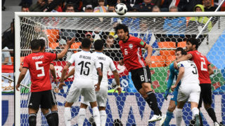 Egypt's defender Ahmed Hegazi (C) heads the ball during the Russia 2018 World Cup Group A football match between Egypt and Uruguay at the Ekaterinburg Arena in Ekaterinburg on June 15, 2018. / AFP PHOTO / Anne-Christine POUJOULAT / RESTRICTED TO EDITORIAL USE - NO MOBILE PUSH ALERTS/DOWNLOADS