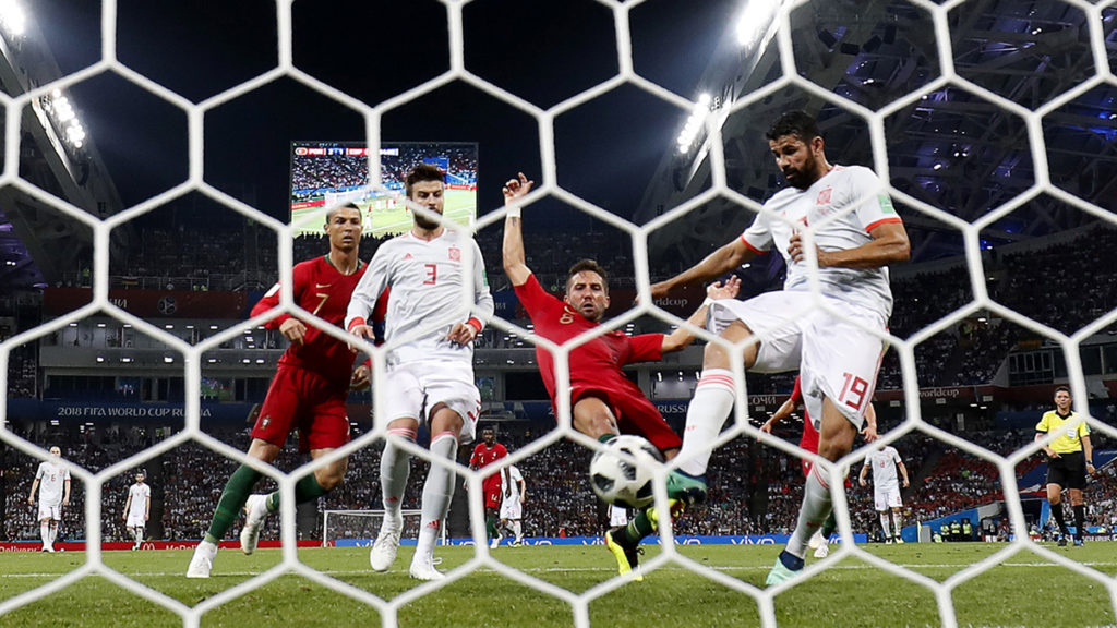 Spain's forward Diego Costa scores a goal (R)during the Russia 2018 World Cup Group B football match between Portugal and Spain at the Fisht Stadium in Sochi on June 15, 2018. / AFP PHOTO / Odd ANDERSEN / RESTRICTED TO EDITORIAL USE - NO MOBILE PUSH ALERTS/DOWNLOADS