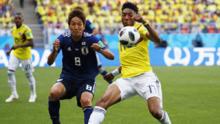 Japan's forward Genki Haraguchi challenges Colombia's defender Johan Mojica (R) during the Russia 2018 World Cup Group H football match between Colombia and Japan at the Mordovia Arena in Saransk on June 19, 2018. / AFP PHOTO / Jack GUEZ / RESTRICTED TO EDITORIAL USE - NO MOBILE PUSH ALERTS/DOWNLOADS