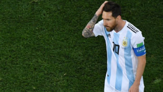 Argentina's forward Lionel Messi reacts during the Russia 2018 World Cup Group D football match between Argentina and Croatia at the Nizhny Novgorod Stadium in Nizhny Novgorod on June 21, 2018. / AFP PHOTO / Kirill KUDRYAVTSEV / RESTRICTED TO EDITORIAL USE - NO MOBILE PUSH ALERTS/DOWNLOADS