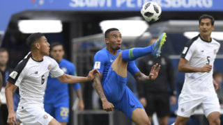 Brazil's forward Gabriel Jesus (C) kicks the ball during the Russia 2018 World Cup Group E football match between Brazil and Costa Rica at the Saint Petersburg Stadium in Saint Petersburg on June 22, 2018. / AFP PHOTO / GABRIEL BOUYS / RESTRICTED TO EDITORIAL USE - NO MOBILE PUSH ALERTS/DOWNLOADS