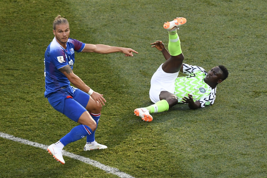 Iceland's midfielder Rurik Gislason (L) reacts next toNigeria's midfielder Oghenekaro Etebo during the Russia 2018 World Cup Group D football match between Nigeria and Iceland at the Volgograd Arena in Volgograd on June 22, 2018. / AFP PHOTO / Philippe DESMAZES / RESTRICTED TO EDITORIAL USE - NO MOBILE PUSH ALERTS/DOWNLOADS