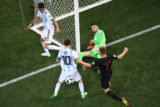 Argentina's forward Lionel Messi (C) fails to score against Croatia's goalkeeper Danijel Subasic during the Russia 2018 World Cup Group D football match between Argentina and Croatia at the Nizhny Novgorod Stadium in Nizhny Novgorod on June 21, 2018. / AFP PHOTO / Kirill KUDRYAVTSEV / RESTRICTED TO EDITORIAL USE - NO MOBILE PUSH ALERTS/DOWNLOADS