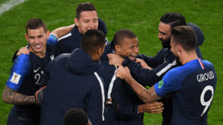 France's players celebrate their victory in the Russia 2018 World Cup Group C football match between France and Peru at the Ekaterinburg Arena in Ekaterinburg on June 21, 2018.France reached the last 16 of the World Cup on Thursday after Kylian Mbappe's 34th minute goal defeated Peru. Mbappe, at 19 years and 183 days, became France's youngest ever World Cup scorer but Peru will exit the tournament despite a spirited second-half performance. / AFP PHOTO / JORGE GUERRERO / RESTRICTED TO EDITORIAL USE - NO MOBILE PUSH ALERTS/DOWNLOADS