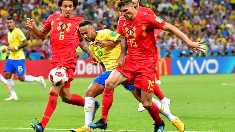 Brazil's forward Neymar (C) vies for the ball with Belgium's midfielder Axel Witsel (L) and Belgium's defender Thomas Meunier (R) during the Russia 2018 World Cup quarter-final football match between Brazil and Belgium at the Kazan Arena in Kazan on July 6, 2018. / AFP PHOTO / Luis Acosta / RESTRICTED TO EDITORIAL USE - NO MOBILE PUSH ALERTS/DOWNLOADS