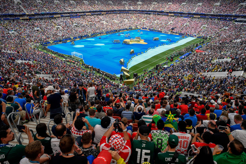 Fans cheer during the closing ceremony prior to the Russia 2018 World Cup final football match between France and Croatia at the Luzhniki Stadium in Moscow on July 15, 2018. / AFP PHOTO / Alexander NEMENOV / RESTRICTED TO EDITORIAL USE - NO MOBILE PUSH ALERTS/DOWNLOADS